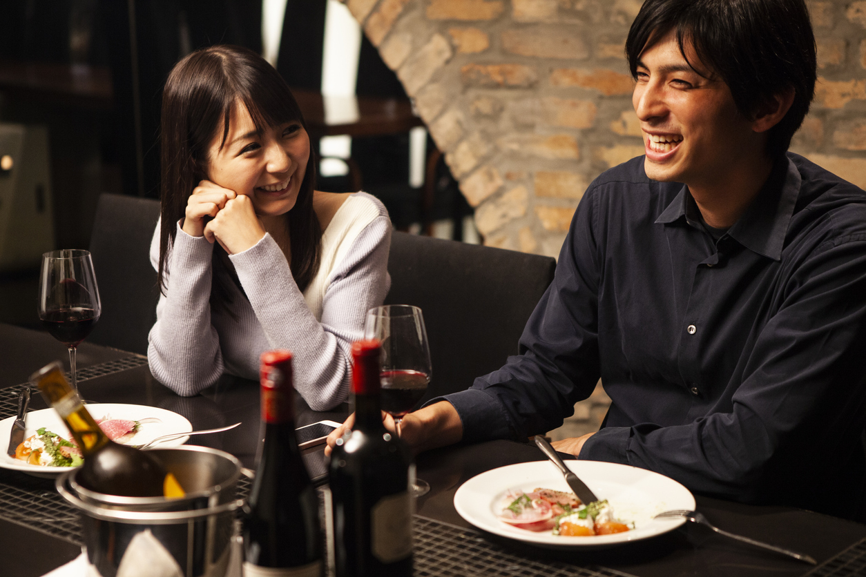 couple laughing and eating at a fancy restaurant | fine-dining restaurants near Manassas